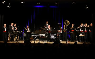 """""""Oh when the Stars go marching in…"""" – Brass Band Berlin swingt die Aula"""